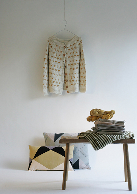 SLOWFASHIONhouse-chola-cardigan-and-place-de-bleu-cushions